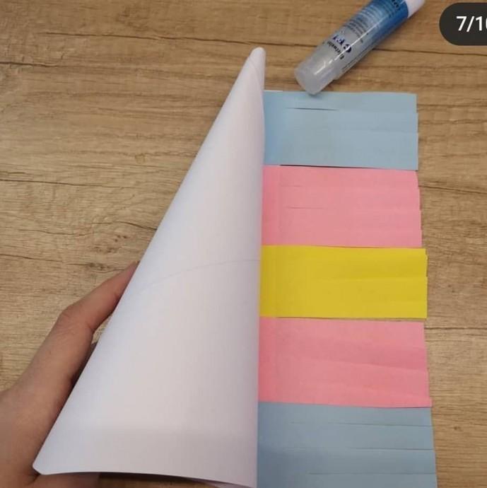 Единорог из цветной бумаги