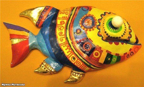 Яркая многоцветная рыбка: мастер-класс по лепке из соленого теста и росписи