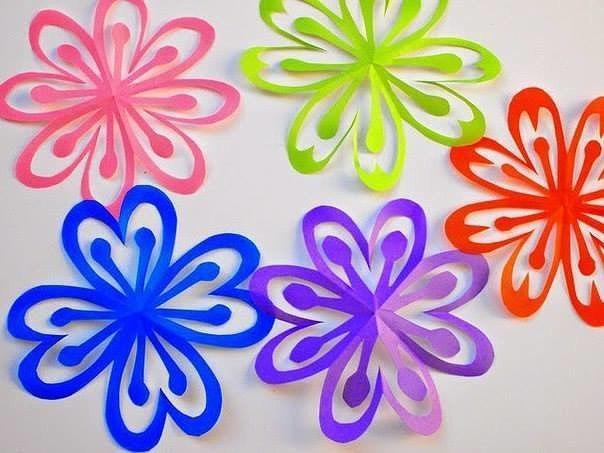Вырезаем яркие и красивые снежинки-цветочки из бумаги 2