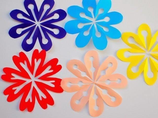 Вырезаем яркие и красивые снежинки-цветочки из бумаги 3