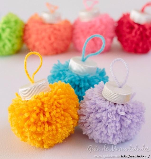 Милые ёлочные игрушки из помпонов