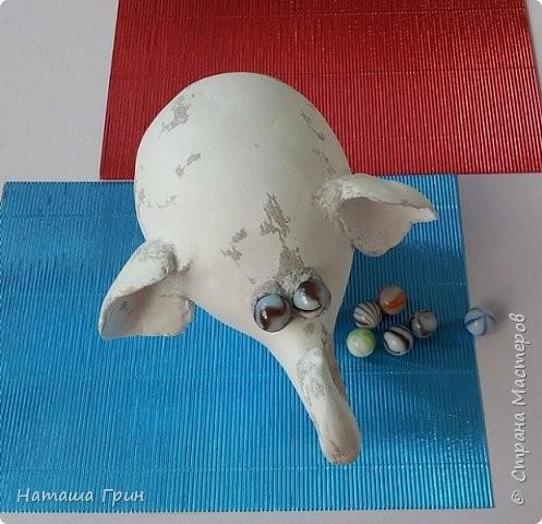Слоненок из папье-маше и картонных втулок