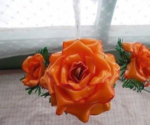 Розы из пластиковых бутылок 9