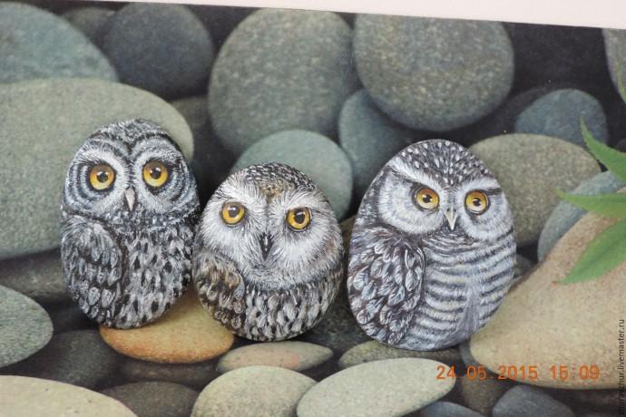 Рисуем с детьми сов на камнях