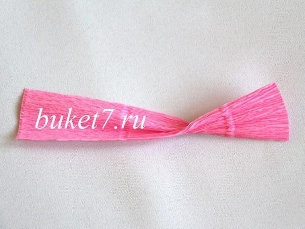 Крокусы из конфет из гофрированной бумаги 2