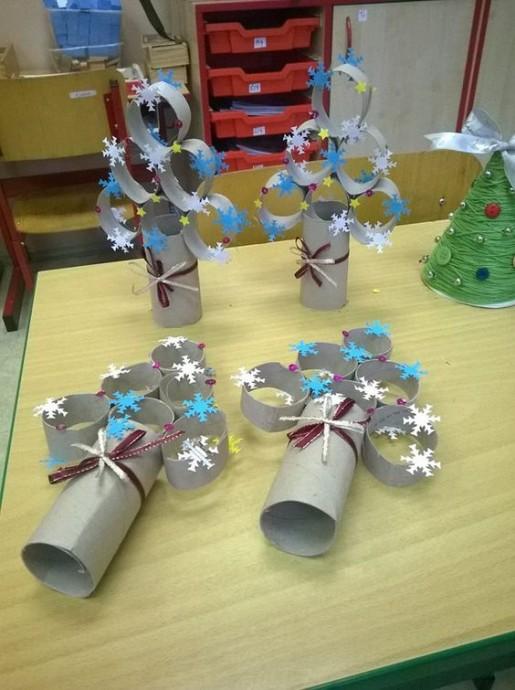 Новогодние поделки из картонных рулончиков 9