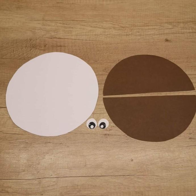 Гриб-неваляшка из плотной бумаги
