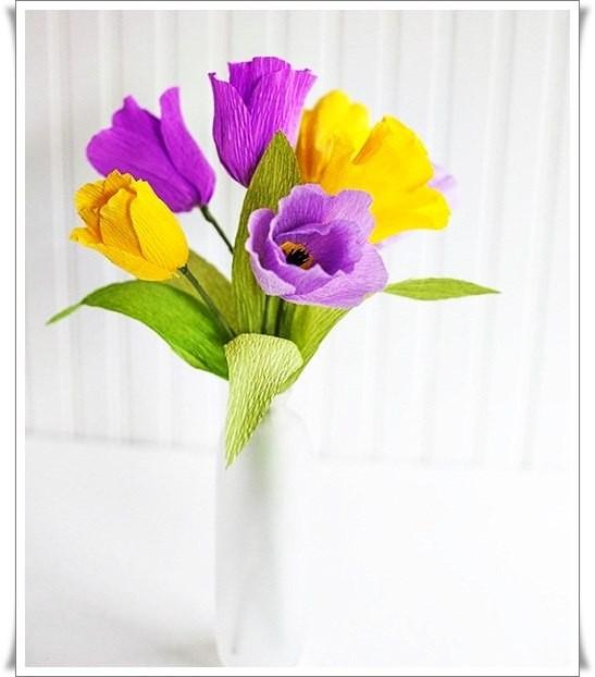 Разноцветный букетик тюльпанов из цветной гофрированной бумаги 0