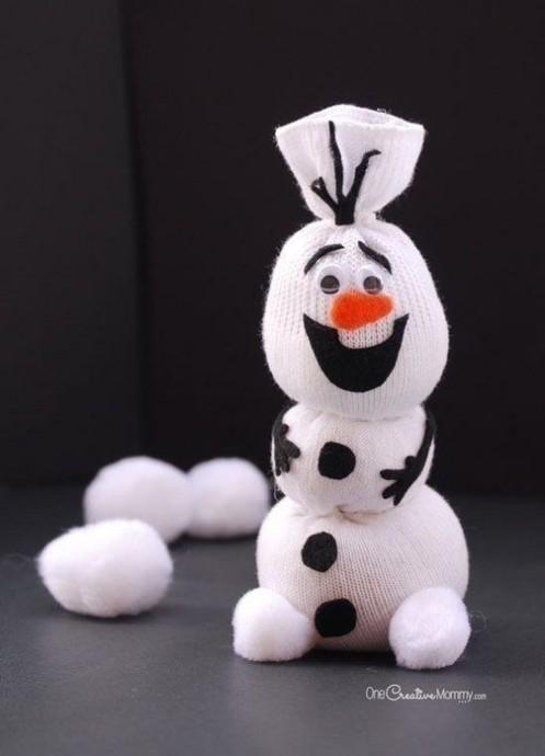 Снеговик из белого носка
